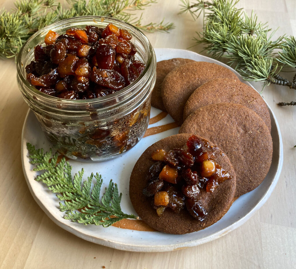 Merry Mincemeat with Winter Gingerbread Cookies